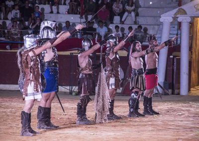 Gladiadores saludan